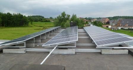 zonnepanelen op plat dak, montage op linteel te Geraardsbergen