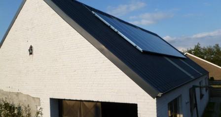 zonnepanelen op hellend dak, sandwichpanelen Despriet te Kuurne
