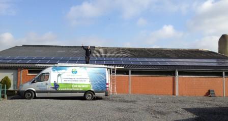 zonnepanelen op hellend dak, golfplaten