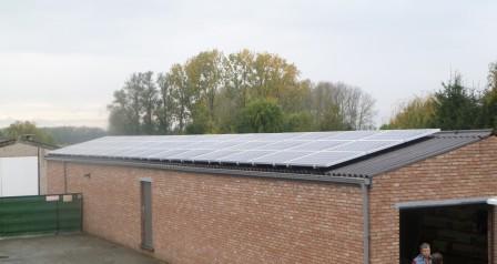 zonnepanelen installatie op golfplaat - Schoonaarde