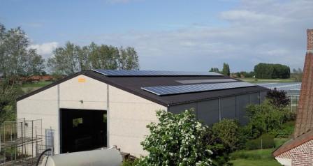 zonnepanelen installatie op golfplaaten